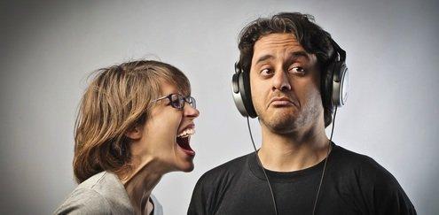 angry-woman-shouting-at-man1
